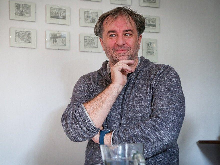 Táborský knižní festival Tabook rozžil o víkendu kotnovskou sýpku i další prostory ve městě. Na snímku spisovatel Miloš Doležal.