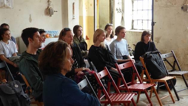 V pátek se v českobudějovických Žižkových kasárnách uskutečnilo oficiální představení letošního 16. ročníku studentského festivalu Budějovický majáles. Ten se koná od 19. do 25. května.