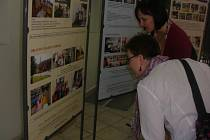 Výstava ukazuje činnost charity.