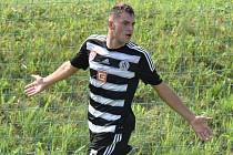 Kevin Strejček se raduje ze svého vedoucího gólu v zápase devatenáctky Dynama s Olomoucí.