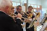 Budějčtí zpívali koledy s Deníkem 12. prosince v nové budově IGY Centra v přízemí u vláčku se souborem Žestě 200.