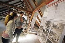 Paměť krajiny probouzí Muzeum vysídlených obcí Novohradska, které otevřelo v Kamenné u Trhových Svinů. V části zemědělského statku, na ploše 490 metrů čtverečních, nabízí stálou expozici o odsunu, vysídlování, ale i o historii sahající do středověku.