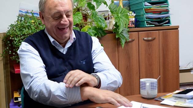 Komunistický poslanec Petr Braný má důvod ke spokojenosti.