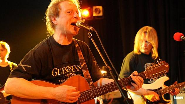 Luboš Pospíšil koncertoval v sobotu v krumlovském klubu Ántré.