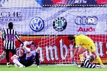 Druhý gól, který vsítil do českobudějovické branky obránce Sparty Kadlec, srazila domácí celek na kolena.