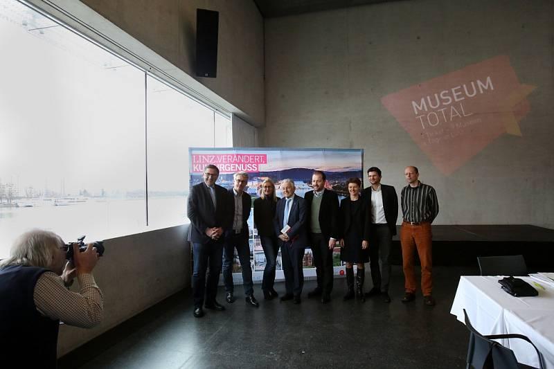 V Linci pořádají od 18. do 21. února Muzejní dny. Do devíti galerií a muzeí bude společné vstupné 10 eur, program míří hlavně na rodiny s dětmi. Snímek z tiskové konference v Muzeu umění Lentos.