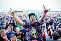 Festival Mighty Sounds nabídne v Táboře od 3. do 5. července desítky kapel z žánrů ska, reggae, punk či rock'n'roll. Na snímku fanoušci na loňském ročníku.