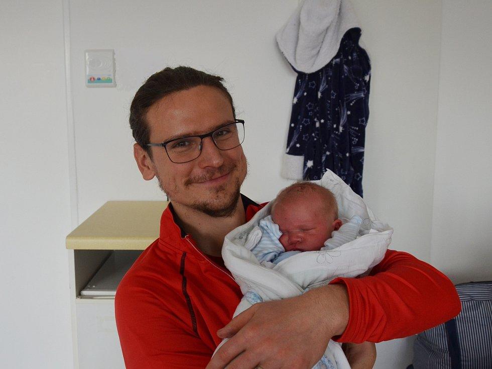 Samuel Frýdl z Kovářova. Syn Lenky a Vojtěcha Frýdlových se narodil 2. 11. 2020 v 00.30 hodin. Při narození vážil 3800 g. Doma se na brášku těšila Julinka (5) a Žofinka (3).