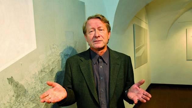 Přehlídku díla Jiřího Lindovského, kterého zajímá vztah člověka k technice,  nabízí ke zhlédnutí právě nainstalovaná výstava pod názvem Retrospektiva.