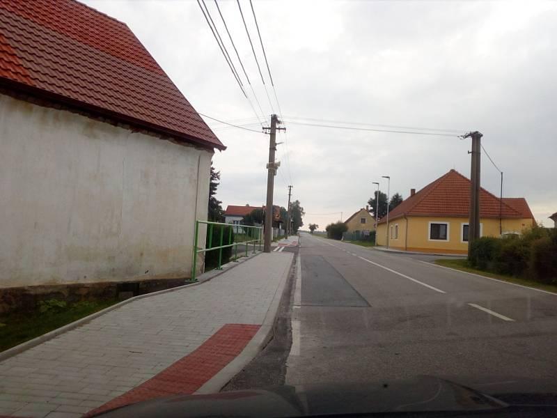 Na Českobudějovicku se v Trocnově, který patří pod Borovany, staví nový most nad železnicí. Investorem je Jihočeský kraj. V Trocnově město Borovany postavilo nový chodník.