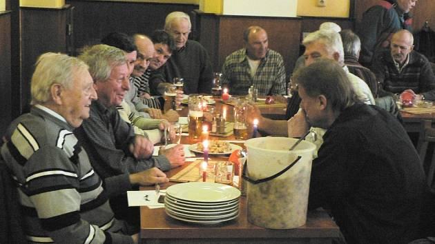 V českobudějovické restauraci Vatikán se opět koledovalo.