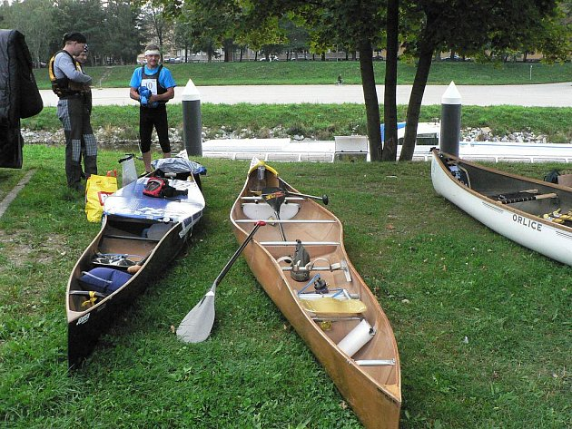 Druhý ročník vodáckého maratonu České Budějovice - Praha odstartoval 12. srpna 2011.