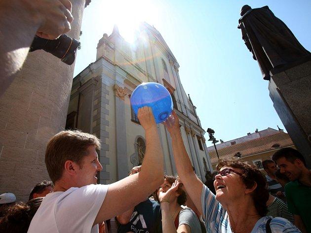 Z Černé věže v pátek padaly míče. Poslouží jako volná vstupenka na světovou volejbalovou ligu