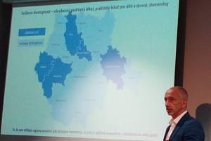 Jihočeský kraj chystá motivační dotace pro lékaře nedostatkových oborů. Na snímku při prezentaci programu 14. září 2021 hejtman Martin Kuba.
