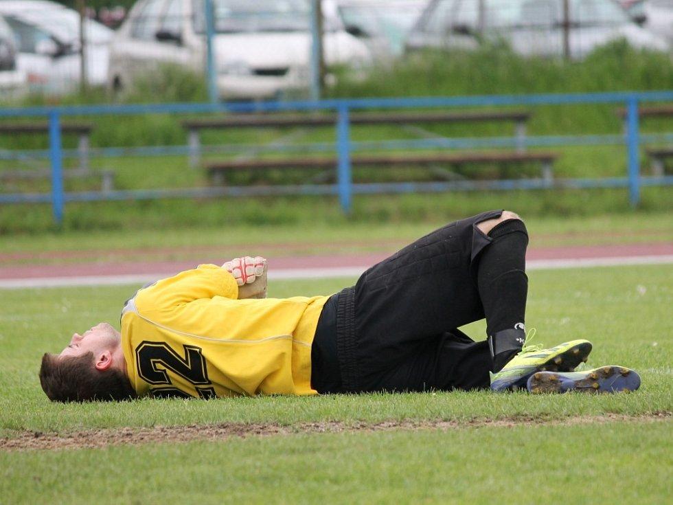Fotbalisté SK Čtyři Dvory doma Borovany nijak nešetřili, vyhráli 7:0, hosté musí ještě záchranu potvrdit..