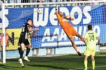 Ivan Schranz po Mršičově rohu vrací od zadní tyče míč na malé vápno, kam si naběhl Lukáš Havel a hlavou zvýšil na 2:0. Fotbalisté Dynama ČB v I. lize nakonec Karvinou porazili 3:0.