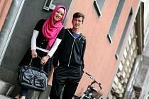 Saleha a Sami se těší do školy.