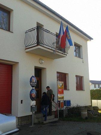 Volební místnost ve Štěpánovicích. Ovolby je tady na zdejší poměry spíše nadprůměrný zájem.