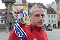Taekwondista českobudějovického oddílu Tong-il Jan Chaloupka a jeho úlovek z posledního ME v Estonsku: dvě stříbra a zlato!