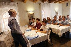 Studentům první TalentAkademie jihočeských nadějí přednášel v pátek středoškolský pedagog a matematik Václav Klaus ml.