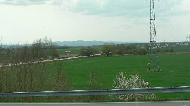 Pole u Bavorovic kolem silnice na Písek.