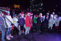 I v Žimuticích na Českobudějovicku se sešli obyvatelé u vánočního stromečku.