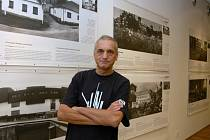 David Vávra při zahájení výstavy Šumná a bezbranná v Českém centru v New Yorku v roce 2009.