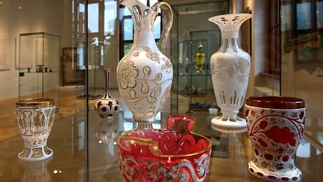 Jihočeské muzeum vystavilo zajímavosti ze své sbírky skla, která čítá 3000 kusů.