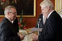 Milan Tripes při jmenování do funkce předsedy Krajského soudu České Budějovice prezidentem Milošem Zemanem.