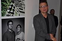 Martin Krupauer, přítel a společník Jiřího Stříteckého, k jehož nedožitým šedesátinám na jaře uspořádal Atelier 8000 výstavu v Galerii Jaroslava Fragnera.