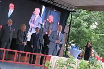 Zahájení agrosalonu Země živitelka v Budějovicích na Výstavišti ve čtvrtek 26. srpna. První den veletrhu pršelo, ale ani to návštěvníky neodradilo.