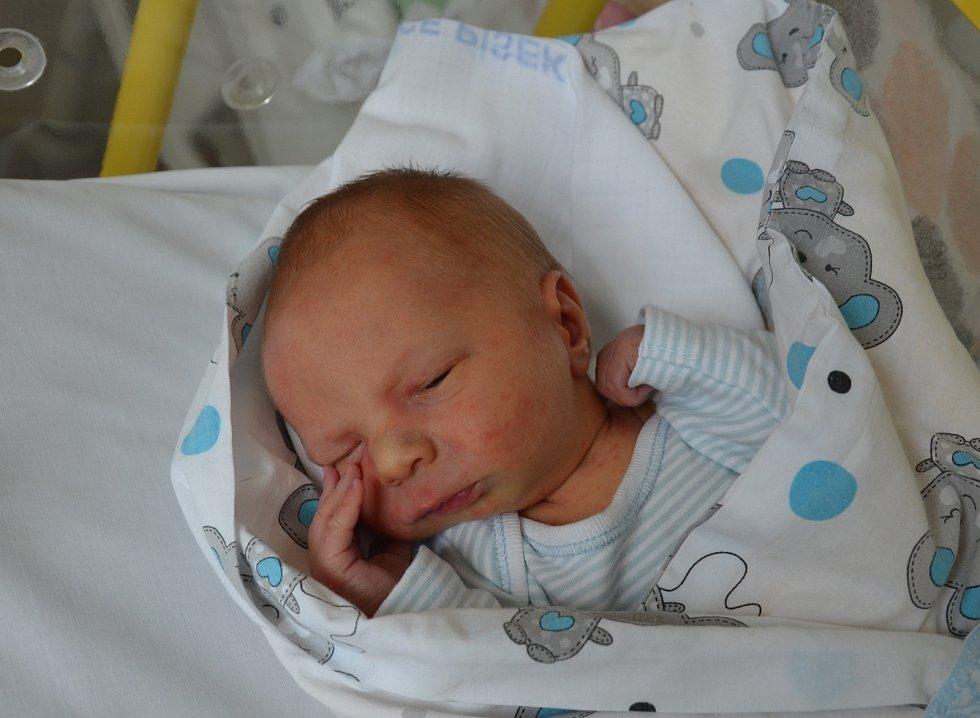 Matěj Bican z Českých Budějovic. Syn Lenky a Dominika Bicanových se narodil 4. 6. 2021 ve 12.02 hodin. Při narození vážil 3050 g a měřil 51 cm.