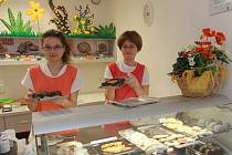 O učňovské obory, jako je například ten cukrářský na českobudějovické Střední škole obchodu, služeb a podnikání (na snímku školní cukrárna v ulici Karla IV.), stoupá zájem.