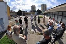 Změny na prostranství u Juvelu v Českých Budějovicích chystá radnice. V září 2020 se zde konalo setkání s občany.