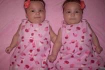 Adéla a Aneta Bromovy vyrůstají v Rudolfově. mamince Markétě Fousové a tatínkovi Vlastimilu Bromovi se dvojčátka narodila 7.8.2013.