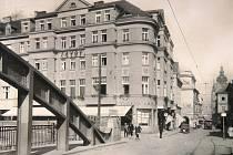 Kavárna Savoy po roce 1929.