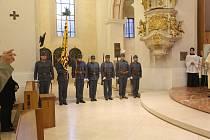 Replika praporu, který prošel i bojišti první světové války, patřil českobudějovickému c a k. 91. regimentu a zmizel v roce 1938, byl požehnána v pondělí v budějovické katedrále sv. Mikuláše.