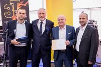 Křišťálový komín jako cenu pro Projekt roku si v uplynulých dnech převzali představitelé Teplárny České Budějovice.