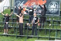 Na dalekou cestu do Varnsdorfu se vydala i družinka nejvěrnějších fanoušků Dynama a hráči jim za jejich podporu poděkovali.
