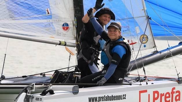 Marek a Michaela Pavlišovi z lipenského Kovářova získali v Německu na jezeře Forgensse poblíž Fussenu titul mistrů Evropy v jachtingu třídy Tornádo.