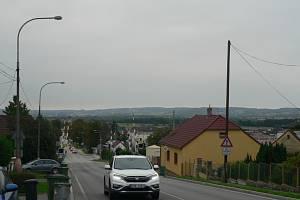 V polích mezi Včelnou a Roudným chce Jihočeský kraj stavět jižní tangentu, která spojí silnici I/3 a budoucí D3 u Roudného. Na snímku severní okraj Včelné.