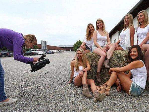Dívky pro zemědělský kalendář?
