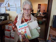 Darovat věci na Kabelkový veletrh může každý. Pomoci se rozhodla také Marie Houdková z Hluboké nad Vltavou.