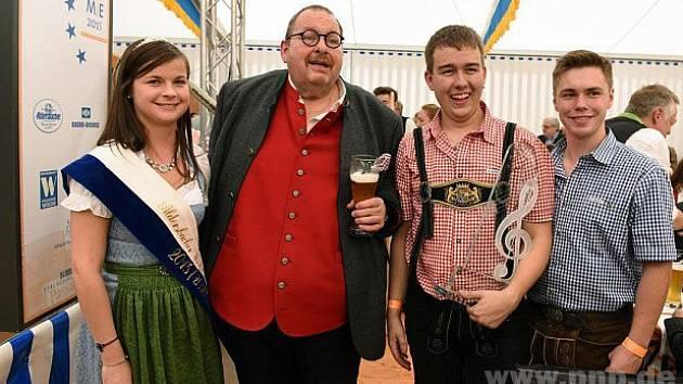 Laureáti MiE 2015 s královnou piva.