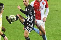 Lukáš Provod v zápase s Dynamem v souboji se svým bývalým spoluhráčem Filipem Havelkou.