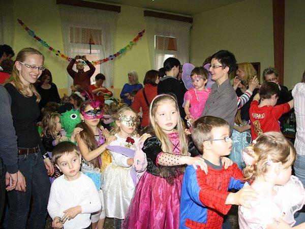 Kvelmi oblíbeným setkáním patří tradiční karneval. Scházejí se při něm nejen děti, ale opár hodin později idospělí a ioni se dobře baví.