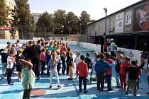 Hokejbalového turnaje se na Pedagogu zúčastnila téměř stovka dětí.