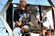 Petr Bakča Bakalerov z punkové kapely E!E měl 20. prosince pohřeb na lesním hřbitově v Písku. Bylo mu 49 let.