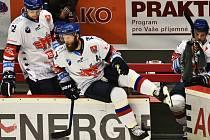 Obránce Jan Piskáček jde do hry. Hokejisté Motoru odehráli poslední přípravný zápas s Lincem.