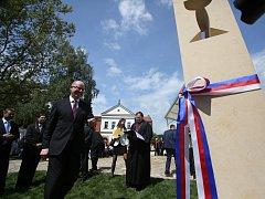 Bohuslav Sobotka slavnostně odhalil sochy v Husově rodném domě